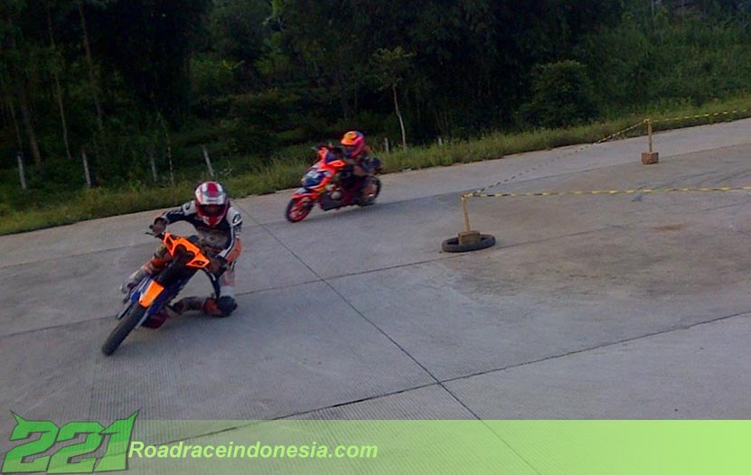 latihan road race Indonesia sirkuit jalan tol