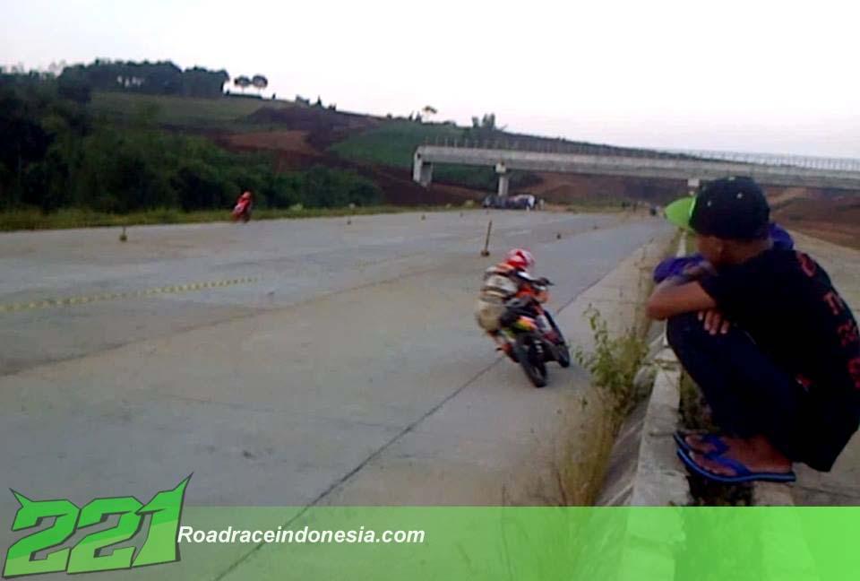 latihan road race jalan tol 2015 jawa barat motoprix nasional